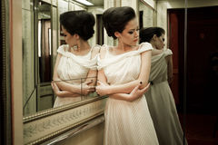 Ρομαντικό κορίτσι στον ανελκυστήρα Στοκ φωτογραφία με δικαίωμα ελεύθερης χρήσης