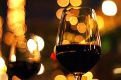 Ρομαντικό κόκκινο κρασί ζεύγους Στοκ Εικόνα
