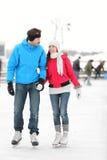 Ρομαντικό πατινάζ πάγου ζευγών Στοκ Εικόνα