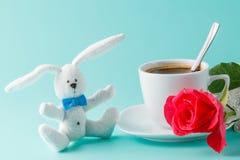 Ρομαντικό πρόγευμα με τον καφέ και τα τριαντάφυλλα Στοκ εικόνες με δικαίωμα ελεύθερης χρήσης