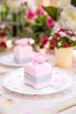Ρομαντικό ρόδινο κέικ Στοκ εικόνα με δικαίωμα ελεύθερης χρήσης