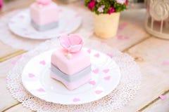 Ρομαντικό ρόδινο κέικ Στοκ Εικόνες