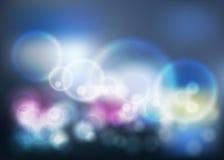 Ρομαντικό σκούρο μπλε σκηνικό θαμπάδων Bokeh με το φωτοστέφανο Στοκ Φωτογραφία