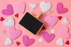 Ρομαντικό υπόβαθρο ημέρας βαλεντίνων Ένας μεγάλος αριθμός καρδιών του διαφορετικού μεγέθους με το διάστημα αντιγράφων Στοκ φωτογραφίες με δικαίωμα ελεύθερης χρήσης
