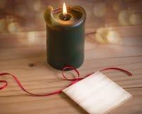 Ρομαντικό υπόβαθρο με το καίγοντας κερί και το κενό μήνυμα BO Στοκ φωτογραφία με δικαίωμα ελεύθερης χρήσης