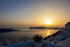 Ρομαντικό susnet πέρα από το πεζούλι, Santorini, Ελλάδα στοκ φωτογραφίες με δικαίωμα ελεύθερης χρήσης