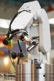 ρομποτική βραχίονας χειριστών με τη λεπτομέρεια στοκ εικόνα