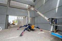 Ρομποτική μηχανή μέσα σε ένα εργοτάξιο Κατασκευή και επιχείρηση στοκ φωτογραφίες με δικαίωμα ελεύθερης χρήσης