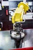 Ρομποτική σύγχρονη βιομηχανική τεχνολογία βραχιόνων στοκ εικόνες με δικαίωμα ελεύθερης χρήσης