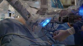 Ρομποτική χειρουργική επέμβαση με το χειρουργικό σύστημα DA Vinci απόθεμα βίντεο
