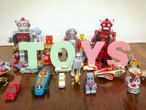 Ρομπότ παιχνιδιών στο ξύλινο πάτωμα Στοκ Εικόνες