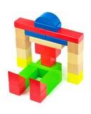 Ρομπότ παιχνιδιών που γίνεται από τα ξύλινα ζωηρόχρωμα τούβλα παιχνιδιών Στοκ Εικόνες