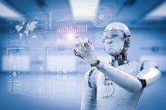 Ρομπότ που λειτουργεί με την ψηφιακή επίδειξη στοκ εικόνες