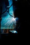 Ρομπότ που ενώνουν στενά τη βιομηχανία Στοκ Φωτογραφίες