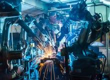Ρομπότ συγκόλλησης ομάδας Στοκ φωτογραφία με δικαίωμα ελεύθερης χρήσης