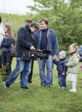 Ροστόφ--ΦΟΡΕΣΤΕ, ΡΩΣΙΑ 21 Σεπτεμβρίου - ο τηλεοπτικός χειριστής αφαιρεί Στοκ φωτογραφία με δικαίωμα ελεύθερης χρήσης