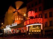 Ρουζ Moulin τη νύχτα Στοκ φωτογραφία με δικαίωμα ελεύθερης χρήσης