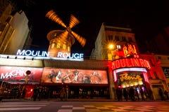 Ρουζ Moulin τη νύχτα στοκ εικόνες