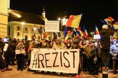 Ρουμάνοι που διαμαρτύρονται ενάντια στο Gouvernment στο Sibiu Στοκ φωτογραφία με δικαίωμα ελεύθερης χρήσης