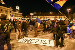 Ρουμάνοι που διαμαρτύρονται ενάντια στο Gouvernment στο Sibiu Στοκ εικόνα με δικαίωμα ελεύθερης χρήσης