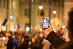 Ρουμάνοι που διαμαρτύρονται ενάντια στο Gouvernment στο Sibiu Στοκ εικόνες με δικαίωμα ελεύθερης χρήσης