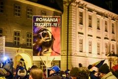 Ρουμάνοι που διαμαρτύρονται ενάντια στο Gouvernment στο Sibiu Στοκ Φωτογραφίες