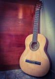 Ρουμανική εσωτερική λαϊκή κιθάρα στον παλαιό τοίχο Στοκ εικόνα με δικαίωμα ελεύθερης χρήσης