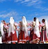 Ρουμανικοί λαϊκοί χορευτές στοκ φωτογραφίες