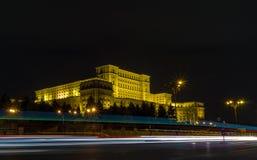 Ρουμανικό κτήριο του Κοινοβουλίου κατά τη διάρκεια της νύχτας Στοκ εικόνες με δικαίωμα ελεύθερης χρήσης