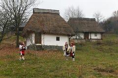 Ρουμανικό χειμερινό φεστιβάλ σε Maramures στοκ εικόνες