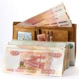 Ρούβλια πολλών ρωσικά χρημάτων στο πορτοφόλι απομονωμένο αντικείμενο στο λευκό Στοκ εικόνες με δικαίωμα ελεύθερης χρήσης
