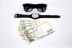Ρολόγια, γυαλιά ηλίου και χρήματα Στοκ εικόνες με δικαίωμα ελεύθερης χρήσης