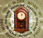 Ρολόγια με την εργασία και την προθεσμία γύρω από το γράψιμο Στοκ Φωτογραφίες