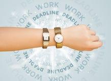 Ρολόγια με την εργασία και την προθεσμία γύρω από το γράψιμο Στοκ Εικόνες