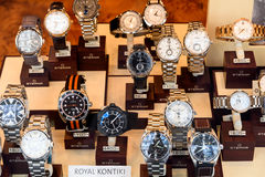 Ρολόγια πολυτέλειας για την πώληση στην επίδειξη προθηκών Στοκ φωτογραφία με δικαίωμα ελεύθερης χρήσης