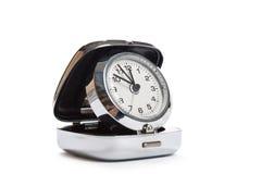 Ρολόγια σε ένα κιβώτιο που απομονώνεται στο λευκό Στοκ Φωτογραφίες