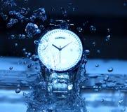 Ρολόι κάτω από Watershower Στοκ εικόνα με δικαίωμα ελεύθερης χρήσης