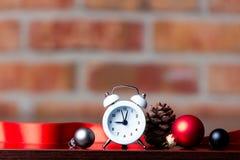 Ρολόι και κορδέλλα Χριστουγέννων Στοκ Εικόνα