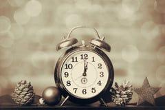 Ρολόι και κορδέλλα Χριστουγέννων Στοκ εικόνες με δικαίωμα ελεύθερης χρήσης