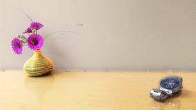 Ρολόι και λουλούδι Στοκ Φωτογραφίες