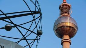 Ρολόι κόσμου πύργων TV λεπτομέρειας ανατολής του Βερολίνου γρήγορα απόθεμα βίντεο