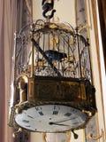 Ρολόι κλουβιών πουλιών Στοκ φωτογραφία με δικαίωμα ελεύθερης χρήσης