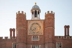 Ρολόι ναυπηγείων δικαστηρίου στο παλάτι Χάμπτον Κόρτ Στοκ Εικόνες