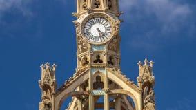 Ρολόι πάνω από το νοσοκομείο του ιερού σταυρού και του Saint-Paul timelapse hyperlapse, Βαρκελώνη, Καταλωνία, Ισπανία απόθεμα βίντεο