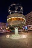 Ρολόι παγκόσμιου χρόνου σε Alexanderplatz, Βερολίνο, τη νύχτα Στοκ Εικόνες
