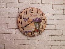 Ρολόι στον τοίχο για το υπόβαθρο Στοκ Εικόνες