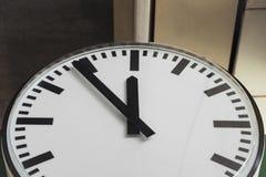 Ρολόι στο σταθμό τρένου Στοκ εικόνα με δικαίωμα ελεύθερης χρήσης
