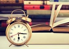 ρολόι συναγερμών αναδρομικό Στοκ εικόνες με δικαίωμα ελεύθερης χρήσης