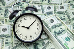 Ρολόι συναγερμών και χρήματα Στοκ Φωτογραφία