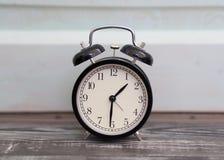Ρολόι συναγερμών στο αναδρομικό ύφος Στοκ φωτογραφίες με δικαίωμα ελεύθερης χρήσης